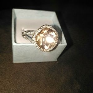 Peach 🍑 Size 10 ring with diamonds